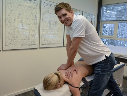 GYVER LØS PÅ STIVE SKULDRE: Thomas Myhre er klar til å ta imot pasienter på Dølasletta.