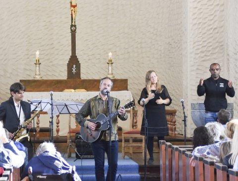Støttekonsert: Linda Lillevik tok initiativ til støttekonserten for de lengeværende etiopiske asylsøkerne i Vågan torsdag.Alle foto: Kristian Rothli