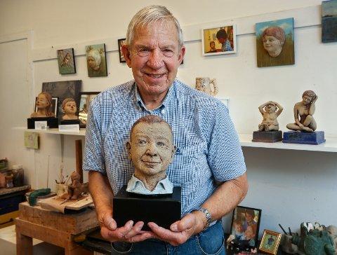 NY KURS: Keramiker Joe Wilson har begynt å lage portrettskulpturer, og er akkurat ferdig med Brede Bøe.