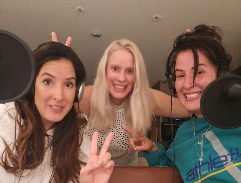 Søstrene bak podcasten tilbringer mye tid sammen, også når de ikke lager podcast. Fra venstre: Andrea ,Maria og Martine.