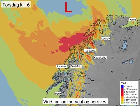 FULL STORM: Vinden vil være på sitt mest intense i kveld, først og fremst på kysten i Nord-Troms og Finnmark. Illustrasjon: Yr.no