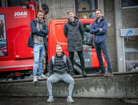 TILBAKE: Jo Nymo Matland har tidligere vært med på å lage podkasten JoMos Kosmos. Nå er han gjest sammen med Martin Skaug (bak t.v.), Jonas Høylo Fundingsrud og Anders Mo Hanssen.