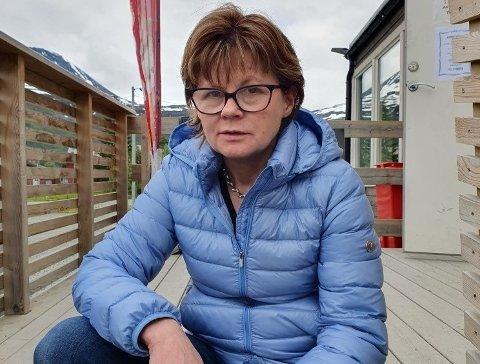 TUNGE KRAV: Innehaver Heidi Isaksen sier kiosken i Ramfjord rammes av tunge betalingskrav etter at den verste koronakrisa er over. - Nå begynner slitet, sier hun.