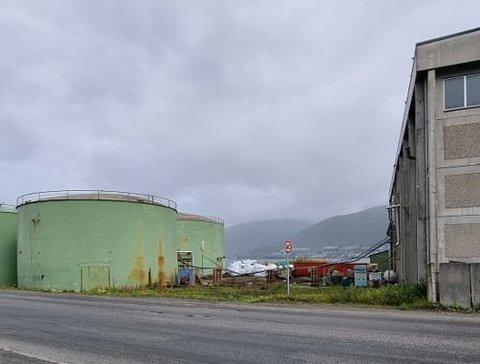UTSIKT: Tank 1 ved Trofis anlegg er nå revet plutselig ser man Tromsøsundet herfra. Foto: Rune Brustad-Hanssen