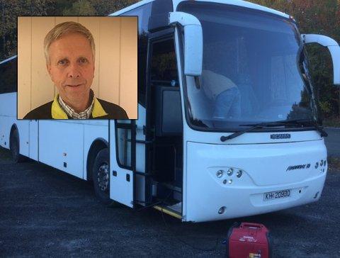 TYVERI: Det er fra denne bussen det er stjålet et strømaggregat. – Har noen sett noe? spør Bjørn Bakkelund.