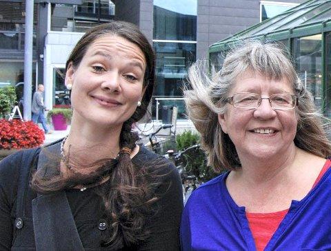 Filosofi: Camilla Angeltun og Laila Henriksen ønsker velkommen til Filosofiske Hjørne i Larvik bibliotek onsdag.