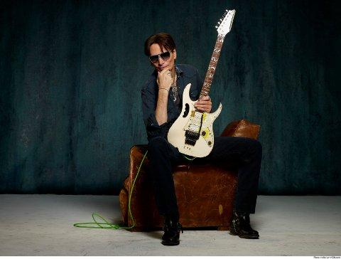 STEVE VAI: Et av de store navnene som i år komemr til helgens gitarfestival er Steve Vai.