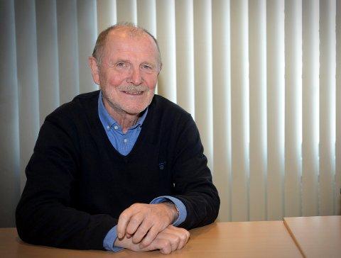 NY BOK: Øyvind Bæk, har i samarbeid med sønnen til Gudmund Stenersen, Sæmund Stenersen, kommet frem til det de mener er løsningen på Stenersen-saken.