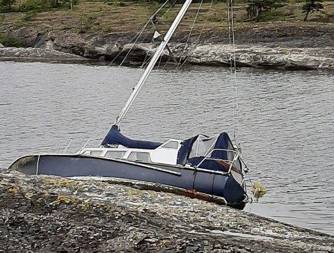 Seilbåt på land på Lilløy.