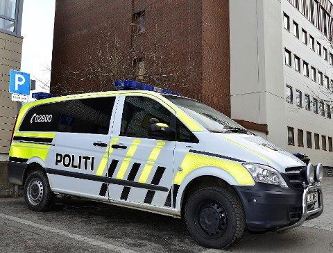 CELLEBIL: Mannen er dømt for skadeverk på politiets cellebil. Foto: Hugo Charles Hansen