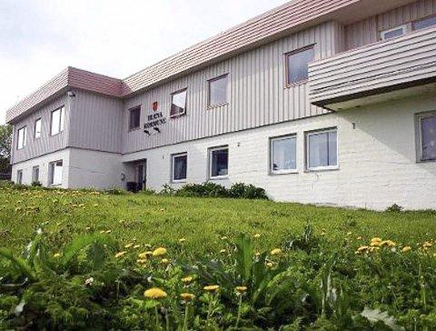HOTELL: Det gamle rådhuset på Træna blir nytt hotell. Holmens overnatting AS åpner til sommeren. Foto: Izabela Emilia Holmen