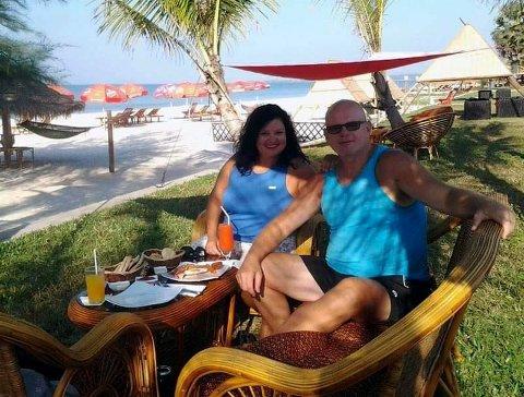 HER BLE AVGJØRELSEN TATT: På denne stranda i Sihanoukville i Kambodsja, ble avgjørelsen tatt i januar 2014: – Vi hopper av lønnsracet og begynner å reise på heltid.