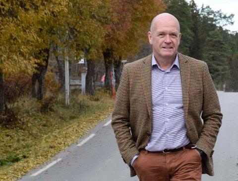 GIR IKKE OPP: – Noen tror at å jobbe for kryss på Helgelandsmoen kan stoppe hele prosjektet. Slik er det ikke, påpeker ordfører Syver Leivestad.