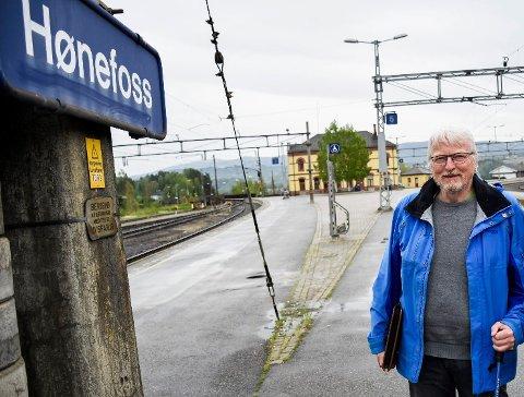 FIKK SVAR: Lars Olsen og Banevokterne fikk svar fra listetoppene i Buskerud om Ringeriksbanen. Foto: Knut Andreas Ramsrud