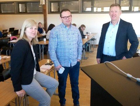 F.v. seniorrådgiver Ellen Karin Toft-Larsen i KS, enhetsleder Rune Johansen i IKT DDØ (det regionale IKT-samarbeidet) og administrerende direktør Odd Ruud i DGI.