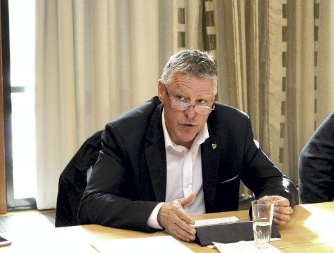 SPISELIG: Fet-ordfører John Harry Skoglund (Ap) tror det er langt mer aksept for «Lillestrøm» som nytt kommunenavn i Fet enn det er i Sørum. FOTO: Torstein Davidsen.
