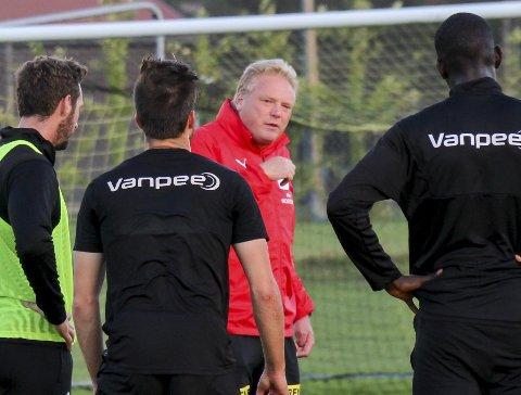 TENT: LSK-trener Jörgen Lennartsson forteller at karantene-saken vil fyre opp spillerne og han selv. FOTO: PER MORTEN SØDAL