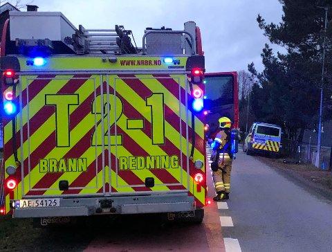 RYKKET UT: Brannvesenet kjørte ut store ressurser etter å ha fått melding om brann i en enebolig.