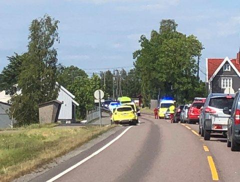 ULYKKE: To biler skal ha vært involvert i en ulykke langs Skedsmo kirkevei torsdag ettermiddag. Det skapte lange køer i området.