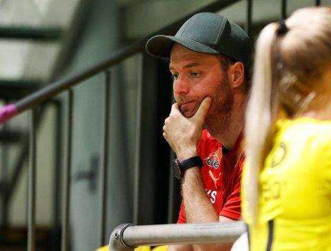 SKUFFET: Knut Slatleim legger ikke skjul på at det er tøft å tape 3-0 mot Rosenborg hjemme i LSK-hallen.