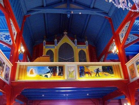 FÅR PENGER: Holmsbu kirke skal rehabiliteres og kunsten skal tas vare på.