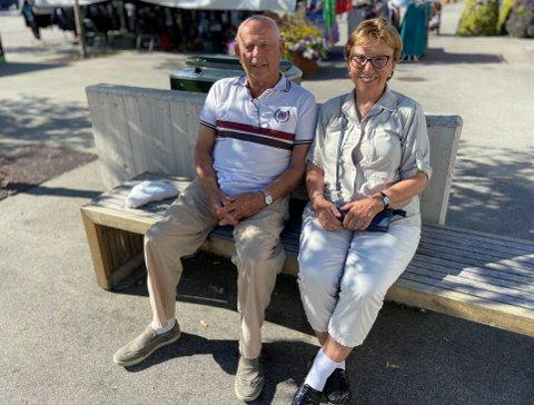 POSITIVE: Jorun Brevig og Herman Bullen skryter av regjeringens håndtering av koronapandemien.