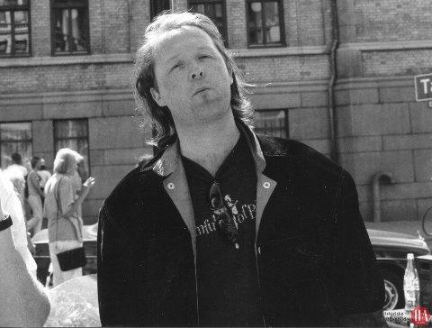 BRANSJEKJENDIS: Ingen som har vært involvert i musikkmiljøet i Norge, spesielt på 80- og 90-tallet, kan unnlate å vite hvem Tom Skjeklesæther er. Da dette bildet ble tatt i Oslo i 1991, jobbet han som musikkjournalist i Oslo.