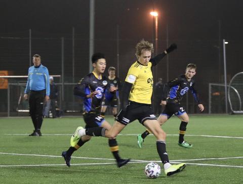 Sola FK møtte Havdur til kamp i februar. Fire måneder senere er det enda ikke klart hvorvidt Sola FK får starte opp 3. divisjonsfotball i august, eller om de må vente enda lengre. Mandag kommer kampoppsettet.