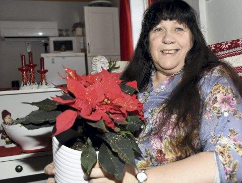 STJERNE: Juanita Møkkelgård føler seg godt mottatt i Halsa, noe denne julestjernen er et godt bilde på.