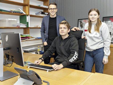 Ny linje: Fra høsten kommer rektor Øystein Bråthen (til venstre) med et nytt skoletilbud til Felix Dyrnes og Marvel Botten.