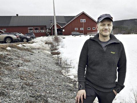Får penger: Jørn Hals og Aspøy og Straumsnes Skytterlag kan glede seg over penger fra Sparebankstiftelsen. Foto: Anders Tøsse
