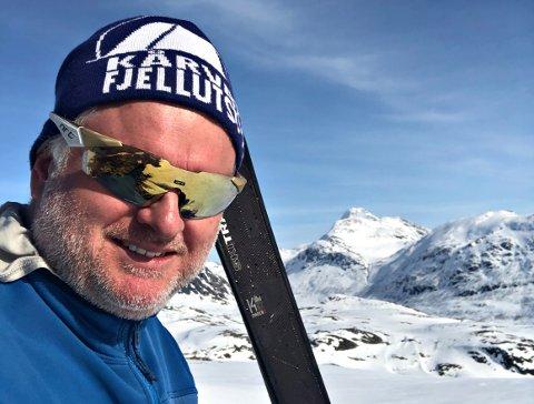 - Det er flotte forhold i fjellet, men vær forsiktig. Det har kommet mye snø, sier Gudmund Kårvatn, her på vei til Tydalsnebba.
