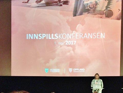 Holdt innlegg: Gudbrand Heiene, kulturskolerektor i Vestre Slidre, holdt et forstemmende innlegg om sang.