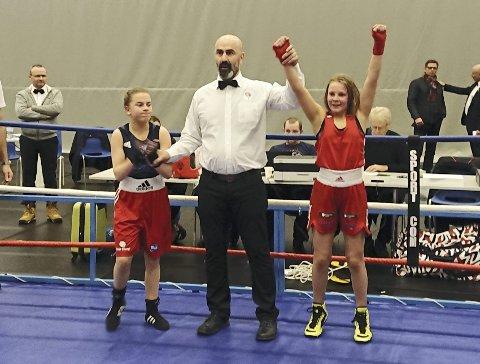 GULLET ER KLART: Julie Enge har vunnet finalen i Landsmesterskapet. foto: privat