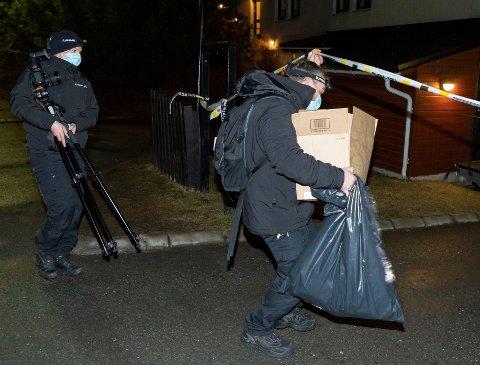 Politiet på drapsstedet på Røa.