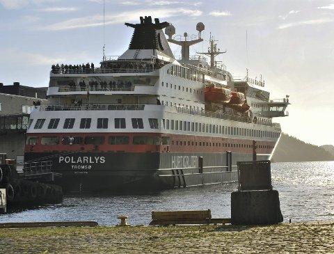 MS Polarlys vil ventelig kunne gjøre bruk av landstrøm neste høst, ifølge Hurtigruten.ARKIVFOTO: OLE MARTIN RØSSLAND