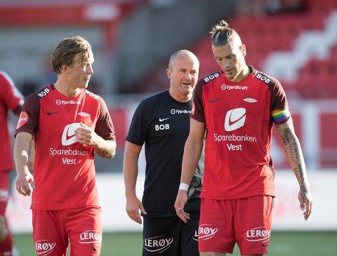 Vito Wormgoor spilte nok sin svakeste kamp i Brann-trøyen mot Molde, men Fotballpreik er sikker på at kapteinen reiser seg! Til venstre Fredrik Haugen, bak assistenttrener Robert Hauge.
