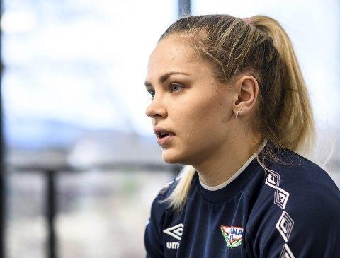 Fana-spiller Maren Gabrielsen har hatt god utvikling i Fana, men nå kan det gå mot slutten. Hun må sannsynligvis flytte fra Bergen for å gjennomføre turnustjenesten for å bli fysioterapeut.