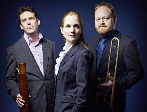 Barokkfagottisten Wouter Verschuren (t.v.), organist og cemballist Kathryn Cok og engelske Adam Woolf er blant de som spiller i Utstein kloster onsdag.