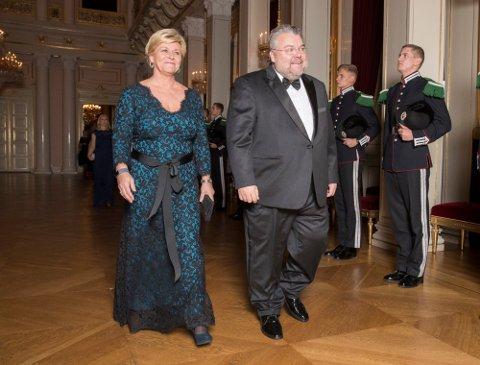 LEIT: Morten Wold synes det er leit at hans sjef siden 2008, Siv Jensen, velger å ikke fortsette som partileder etter valget. Her er de to fotografert sammen på vei til slottsmiddag.