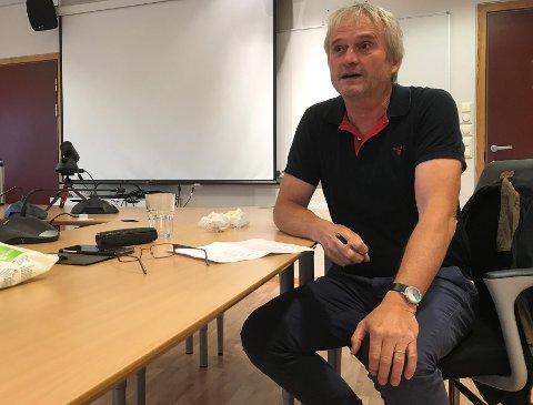 DILEMMA: Kommuneoverlege Bjarne Rosenblad innrømmer at det er ein kompliserande faktor at dei to fastlegane som tilbyr kosmetisk behandling som både Legeforeningen og han sjølv er sterkt kritiske til, jobbar ved Eigersund kommunale legesenter.