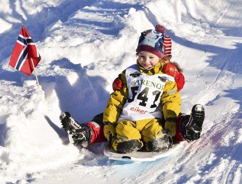 Alpinbakken: Det går mot gull for Emily og passasjeren i Lerberg barnehages OL-utforløype.
