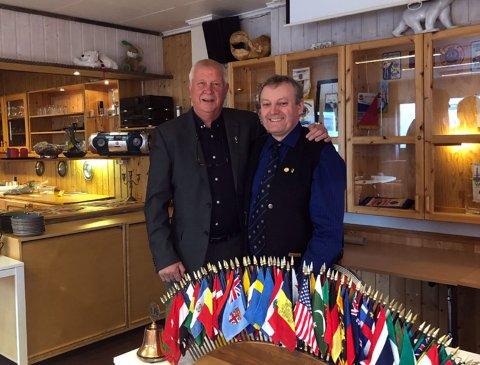 Velkommen: Alle er velkommen til hyggelig feiring av Nasjonaldagen på Menighetshuset. På bildet er president i Lions Club Nordkapp Steinar Øvervold og Karl Asmund Martinsen.