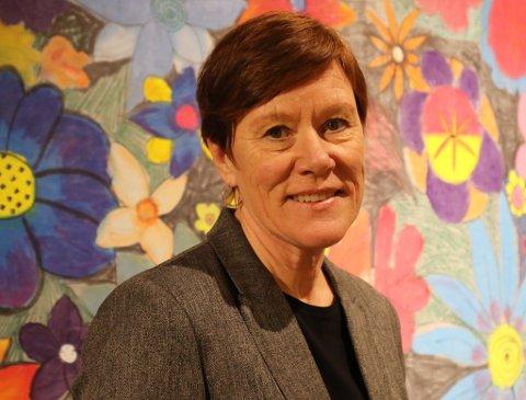 HÅP: Ellen Jåvold håper at situasjonen med stengde skuler ikkje blir langvarig, men held seg til det styresmaktene måtte bestemme.