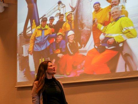 Linn Nekkøy orienterer om familiereiarlaget Nye Bluefin på Nekkøya.