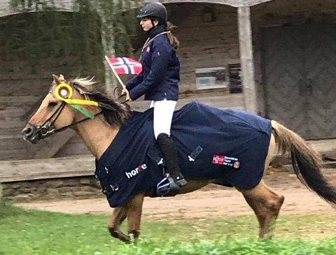 På langtur: Hesten «Vilje» og Nathalie Aas Hovland setter kursen mot Abu Dhabi.