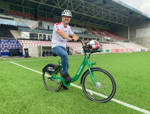 Alle som gjør som Stianm Stray Molde og kommer syklende til Fredrikstad Stadion søndag kommer gratis inn på kampen.