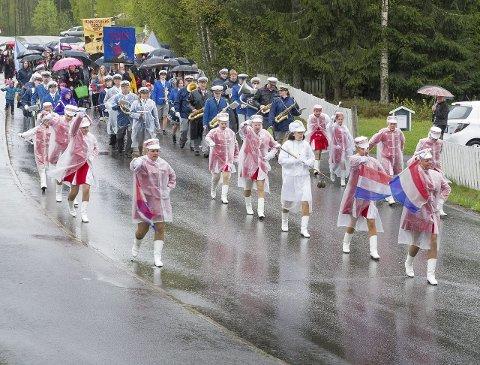 DELTE TOG: Vennersberg skoles barnetog. Det er andre år på rad at vi har delte barnetog i Kongsvinger. Foto: Jens Haugen