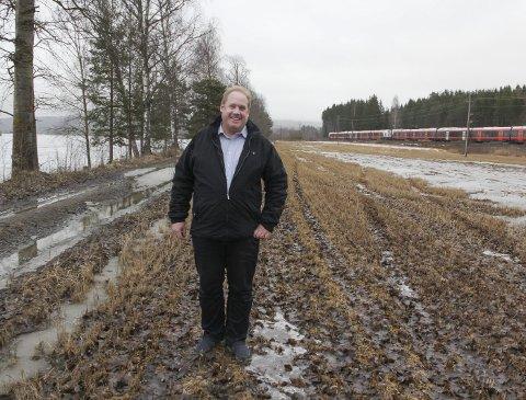 ATTRAKTIVE TOMTER: Her mellom elva og jernbanen på Disenå vil grunneier Sigvardt Pran klargjøre 10 boligtomter.