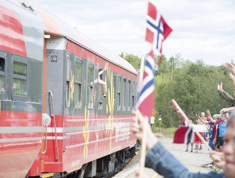 GJENNOM NORGE: Sommertoget til NRK besøker 40 stasjoner og 17 fylker på åtte uker. Foto: Martin Festøy